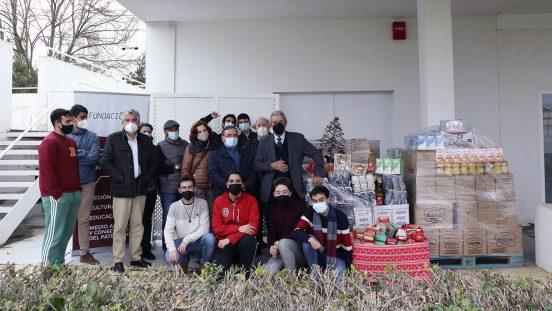 Residentes de la RUCAB dondo alimentos Navidad 2020