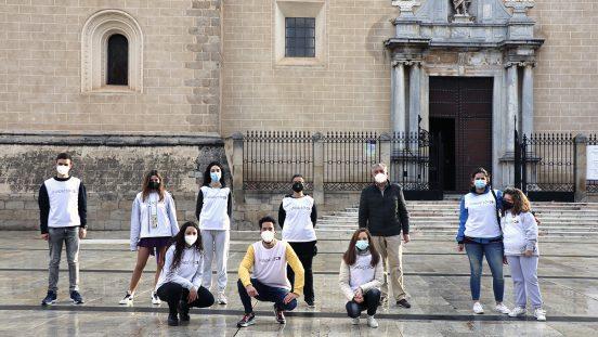 Jóvenes contra el covid-19 en la catedral de Badajoz