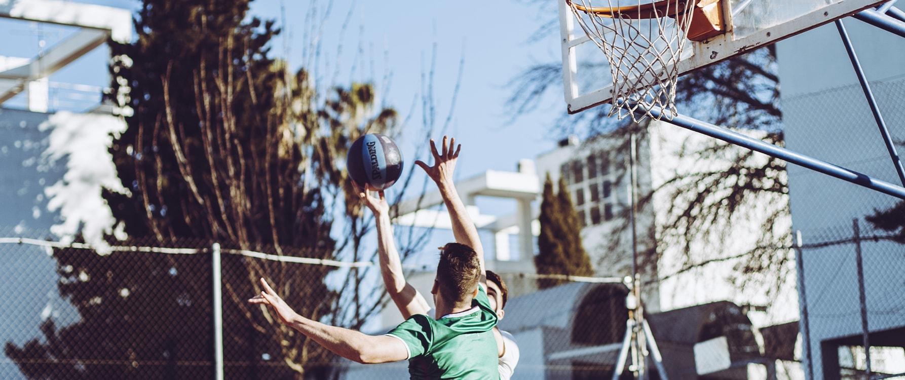 Jugando al basket